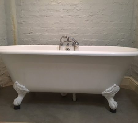 The Cottage decorative white bathtub